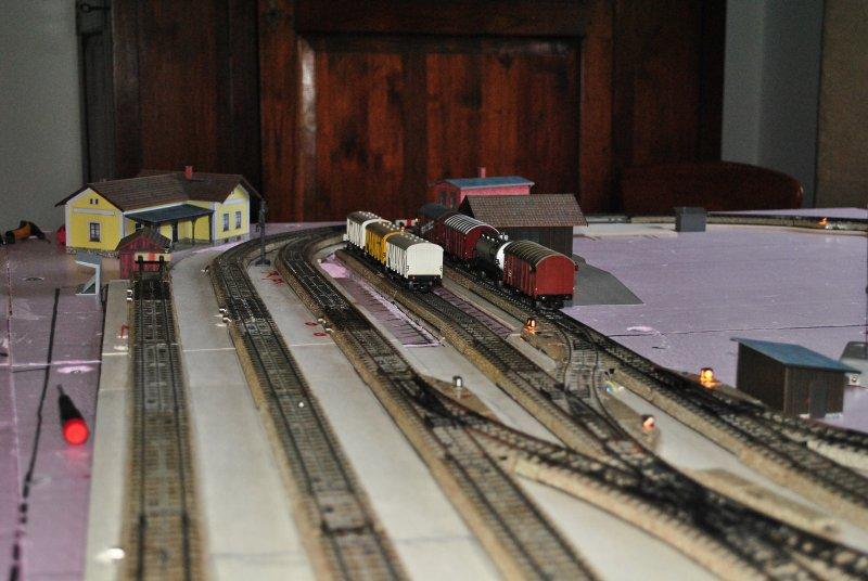 http://www.moba-trickkiste.de/components/com_agora/img/members/185/Bahnhofsansicht02.jpg